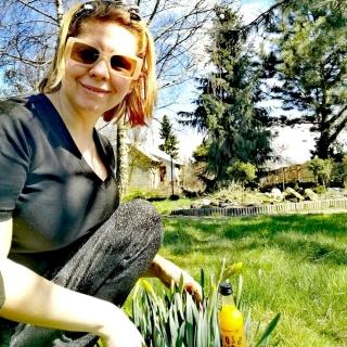Ogród to miejsce gdzie spędzamy każdą wolną chwilę 🌱🌷🌹🌳🌿 Pięknej soboty i niedzieli życzy #witaminowyszot 🍯🍊🌶️🍋 #wiosna2021 #słońce #sun #polskamarka #ogród #garden #gardenlove #odpoczynek #relaks #usmiech #dom #wyciszenie #wolnachwila #pleasantplace #sobota #niedziela